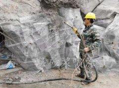 喷浆机在TCP塑石假山中的运用